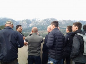 The historian Francesco Di Cintio explaining to the British Paratroopers the German poistions on the Gustav Line (Tower of Casoli Castel)