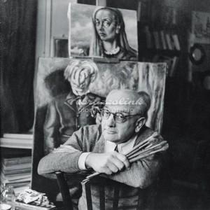 Alberto Savinio nel suo  studio
