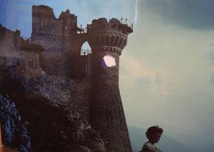La rocca all'alba nel film Lady Hawke