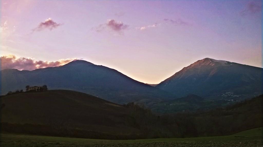 Le morbide colline ai piedi dei Monti Gemelli