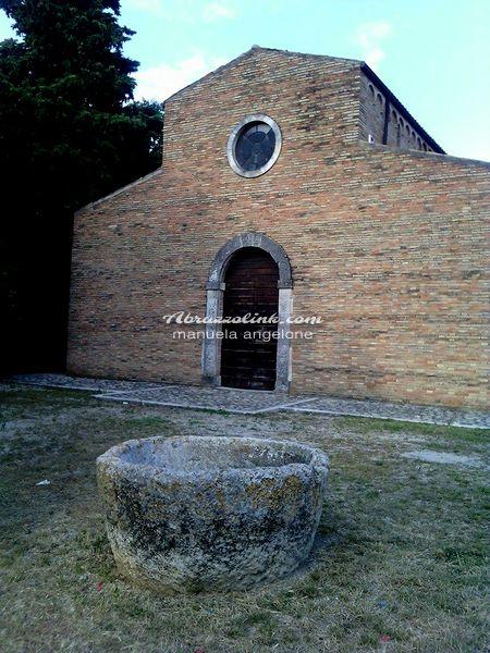 Moscufo - Abbazia di Santa Maria del Lago  -esterno e battistero