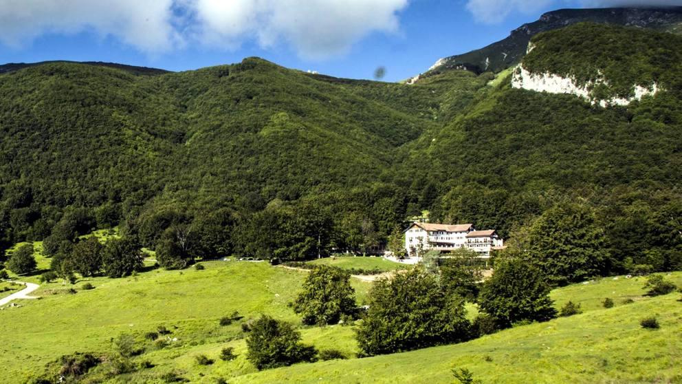 l-hotel-rigopiano-era-un-rifugio-tra-le-montagne-14_max